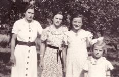 Schwestern II; Fotografie, sw, um 1935
